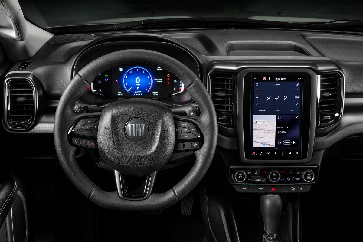 Logo Script da Fiat estampa o centro do volante